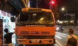 Mất thắng tại chốt đèn đỏ, xe tải lao vào nhà dân