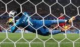 Ronaldo đá hỏng phạt đền vì bị Harry Kane ám ảnh