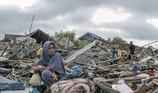 Trong đống hoang tàn sau trận sóng thần ở Indonesia