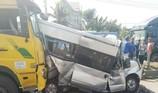 Đồng Nai: Ô tô 16 chỗ bẹp dúm trên quốc lộ 51