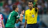 AFC phân công 'trọng tài cứng' bắt trận Iran-Iraq