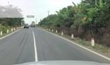 Lỗi ô tô đè vạch kẻ đường có bị tước giấy phép lái xe?