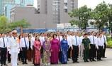 Lãnh đạo TP.HCM dâng hoa lên Chủ tịch Hồ Chí Minh
