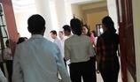 1 bác sĩ 'quậy' tại hành lang tòa án bị khởi tố
