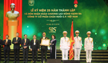 C.P. Việt Nam đón nhận huân chương Lao động hạng III