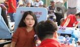 Hàng trăm người dân TP.HCM nô nức đi hiến máu