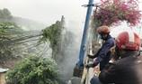 Hốt hoảng vì trụ điện bỗng dưng bốc cháy ở cầu Tham Lương