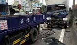 Tông liên hoàn 4 xe tải, 2 người mắc kẹt ở Bình Tân