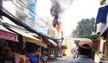 Bình điện phát nổ, bốc cháy ngùn ngụt ở Bình Tân