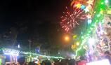 Xóm đạo ở TP.HCM bắn pháo hoa giữa đường đón Giáng sinh