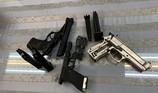Clip: Bắt giữ nam hành khách mang 3 khẩu súng từ Pháp về VN