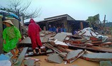 Triều cường, sóng lớn đánh sập nhiều căn nhà ở Phú Yên