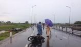 Ô tô tông 2 xe máy giữa mưa, 2 người tử vong