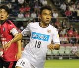 Messi Thái cứu vãn năm thất bại ê chề của bóng đá Thái Lan