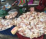 Mẹo tránh mua nhầm thịt gà thải chất lượng kém