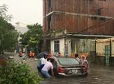 Trận mưa lịch sử nhấn chìm TP Đà Nẵng