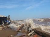 'Sóng biển đánh sát nách nhà tôi rồi!'