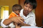 Cậu bé tý hon ở Việt Nam ngày đầu vào lớp 1