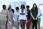 Bà Obama 'hồi teen', diện bikini cùng con gái cưng