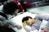 Nữ cảnh sát liều mình cứu bé gái rơi từ lầu 4