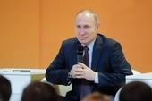Putin bật cười vì câu hỏi tiếp tục tranh cử năm 2024
