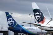 Máy bay náo loạn vì nam hành khách lột đồ chạy rông