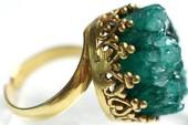 Vô tình tìm thấy nhẫn vàng cổ của nữ hoàng Elizabeth