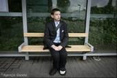 Bệnh lạ khiến thanh niên 25 sống mãi trong hình hài cậu bé