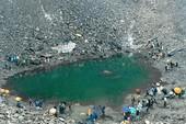Bí ẩn hồ xương người trên đỉnh Himalaya