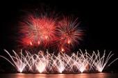 Đội Hồng Kông tái hiện điện ảnh thế giới bằng pháo hoa