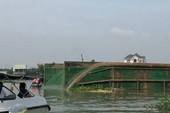 Lật sà lan trên sông Đồng Nai, 3 người mất tích