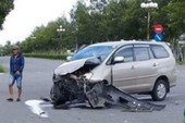 Xe khách bị tông mạnh, một bé trai tử vong