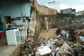 Biên Hòa: Tường đổ sập chôn vùi 3 người thương vong