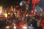 Phóng sự AFC viết gì về dòng thác đỏ CĐV U-23 Việt Nam?