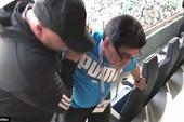 """""""Con cháu"""" đá dở, khổ thân Maradona"""