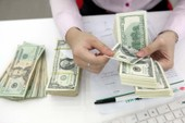 Giá USD 'chợ đen' lập đỉnh mới