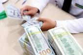 Giá USD 'nóng bỏng tay', vọt lên đỉnh cao mới