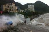 Một ngư dân bị gió lớn quật bất tỉnh tại Bạch Long Vĩ