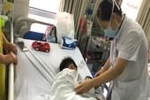Thêm bé trai 7 tuổi bị chó nhà cắn đứt rời môi