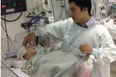 Lần đầu tiên mổ khối u não hoại tử cho trẻ 20 ngày tuổi