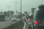 Kẹt xe 2 km trên đường cao tốc TP.HCM-Trung Lương
