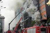 Cháy quán karaoke khiến 13 người chết: Xử lý ai?