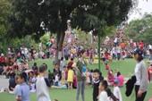 'Biển người' chen chân tại các công viên ngày Giỗ tổ