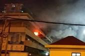 Cháy dữ dội tại BV Bạch Mai