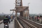 Cấm tàu thuyền để vớt bom 'khủng' cầu Long Biên