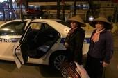 Đêm giao thừa 2 phụ nữ được CSGT đưa về quê ăn Tết