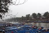 Hàng ngàn người đội mưa trẩy hội chùa Hương
