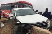Tai nạn liên hoàn trên cao tốc, xe Audi bị tông nát