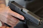 Kê súng vào đầu người thân con nợ dọa giết