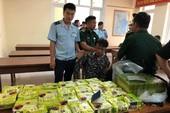 Máy quét phát hiện 25 kg ma túy đá và 52 bánh heroin
